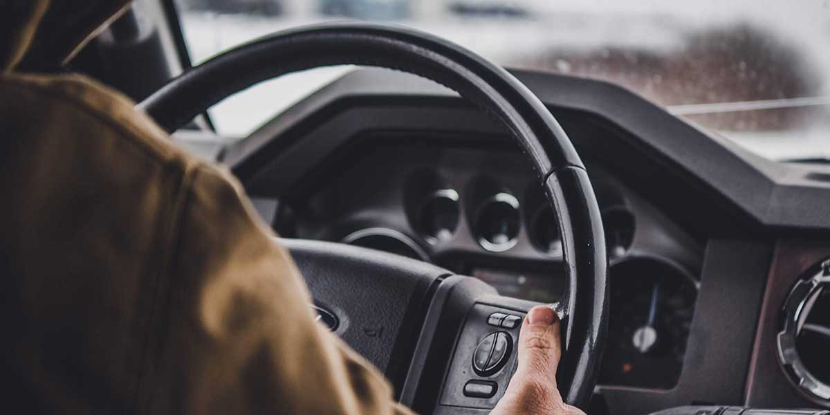 3 Things to Look For in a Truck Driving School